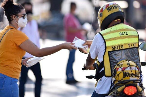 goias distribuição de máscaras para motoristas de aplicativo em goiânia