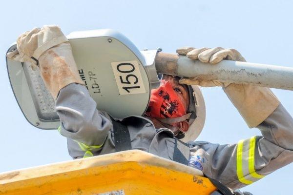 Substituições de postes em três cidades do DF