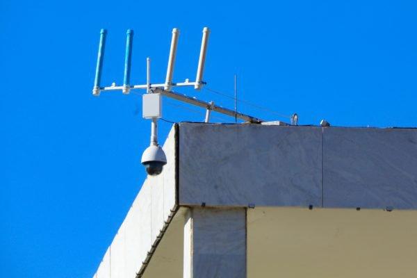 A antena fake, feita com canos de PVC