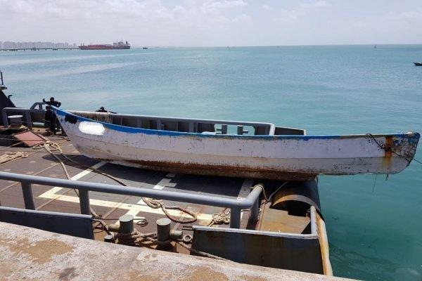 Dois homens e uma mulher são encontrados mortos dentro de embarcação em alto-mar