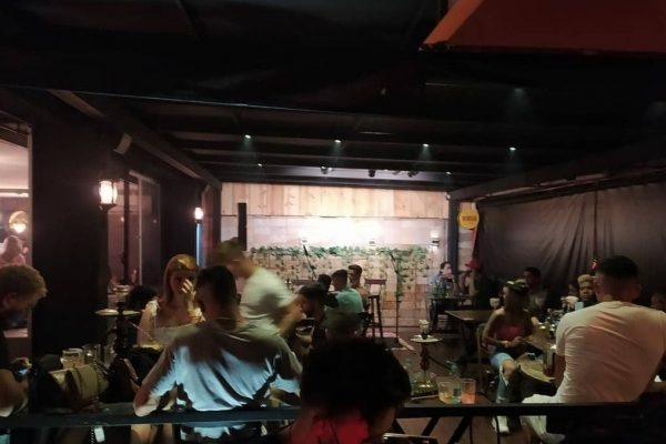 Bar em região nobre de Goiânia é interditado por descumprir regras para conter Covid