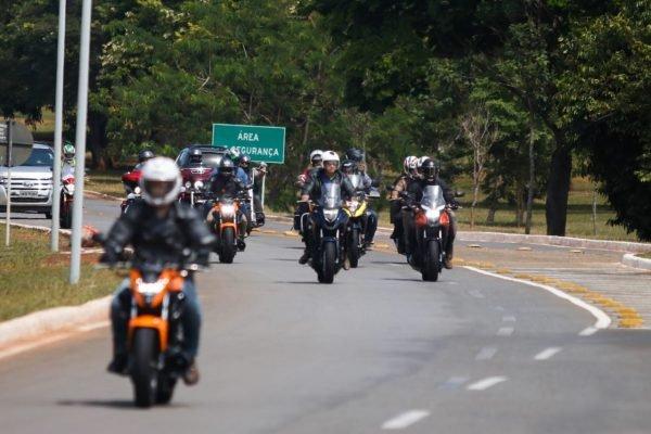 Jair Bolsonaro em passeio de moto