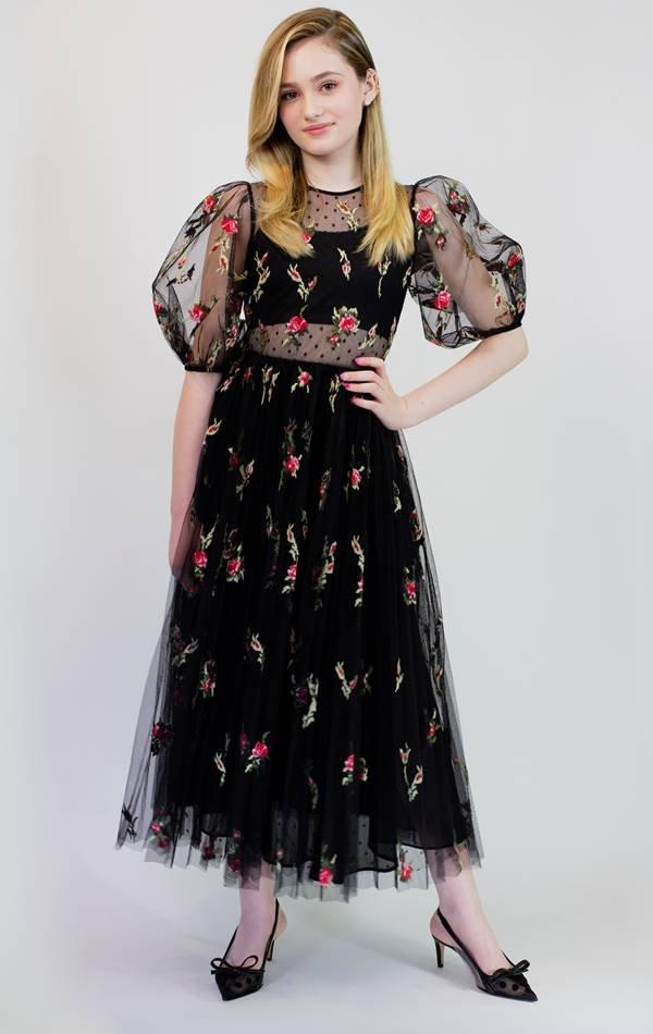 Audrey Grace Marshall, de Red Valentino, para o SAG Awards 2021
