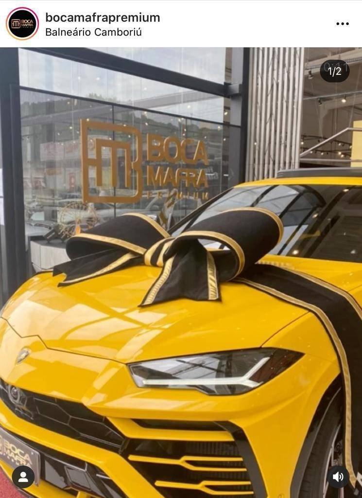 Lamborghini Urus amarela