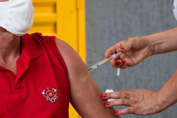 Vacinação de bombeiros no DF