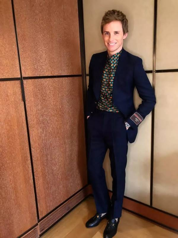 Eddie Redmayne, de Gucci, para o SAG Awards 2021