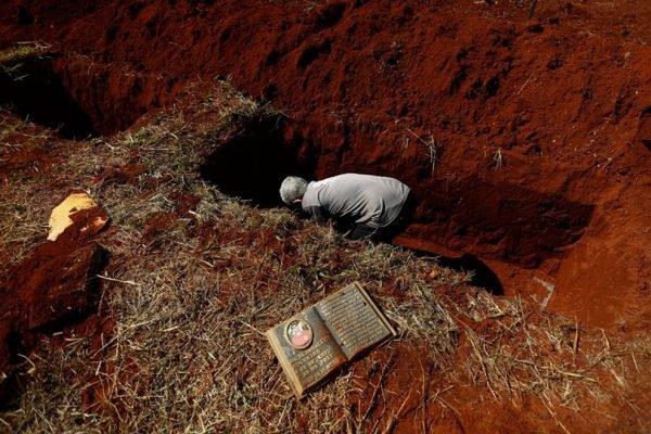 Exumação em cemitério de Goiânia