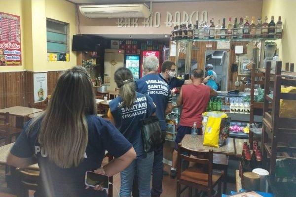 Fiscais da Prefeitura do Rio em bar no Centro do Rio