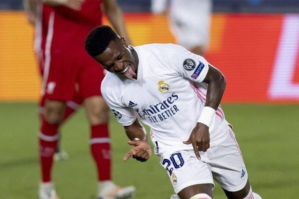 Vinicius Jr comemora gol contra Liverpool