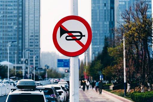 sinal proibido buzinar
