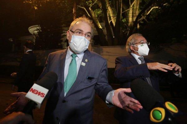 Ministros Marcelo Queiroga (Sapude)e Paulo Guedes (Economia) após jantar com empresários em SP