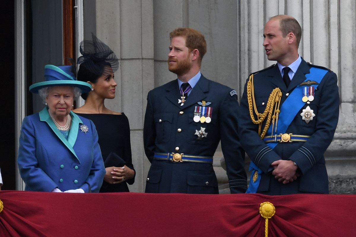 Rainha Elizabeth, Meghan Markle, príncipes Harry e William