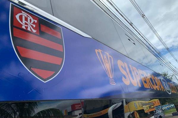 Ônibus do Flamengo pronto para a Supercopa do Brasil