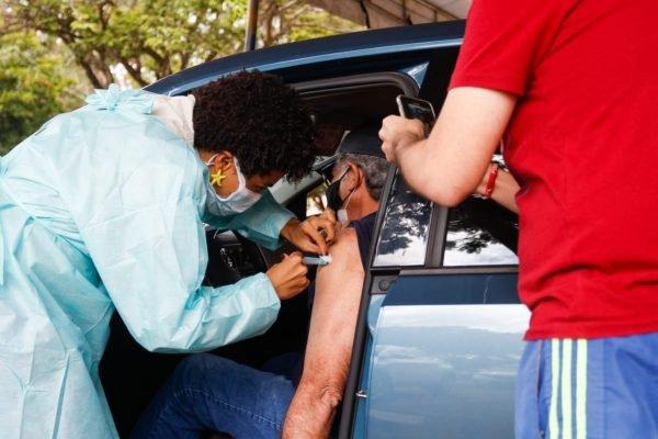 Vacinação no Parque da Cidade para pessoas com 66 anos ou mais e segunda dose.