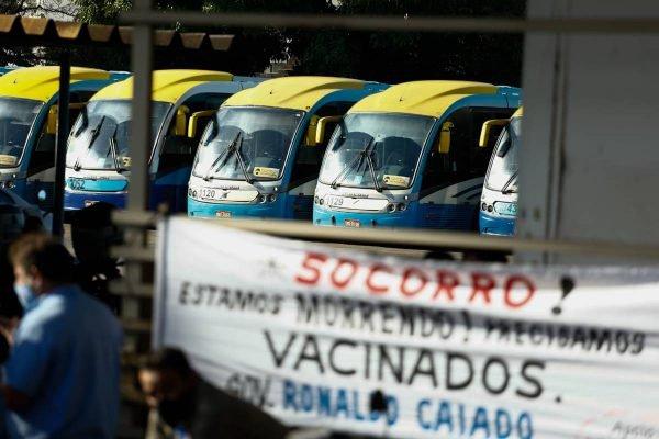 motoristas de ônibus em goiânia decidem paralisar atividades e reivindicam por vacinação da categoria