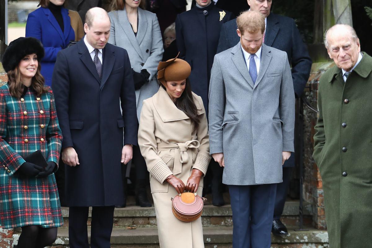 Kate Middleton e príncipe William, Meghan Markle e príncipe Harry com príncipe Philip