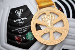 Bola e medalha da Supercopa do Brasil 2021