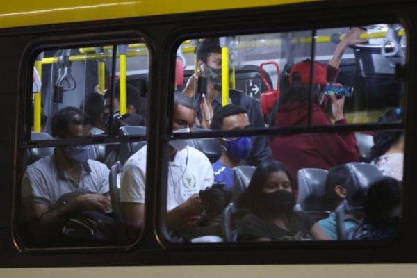 aglomeração ônibus