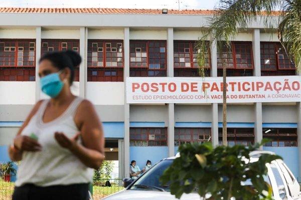 Serrana (SP) - Escola é posto de participação voluntária do Projeto S, que vacina maioria da população adulta de Serrana (SP)