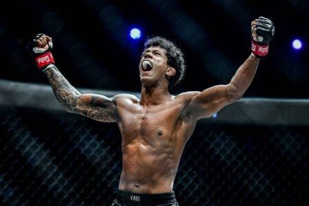 Adriano Moraes, lutador de Brasília no One Championship