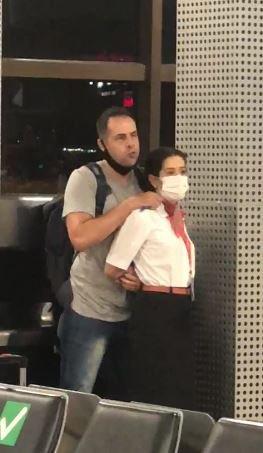 Homem faz comissária de refém em aeroporto de Guarulhos
