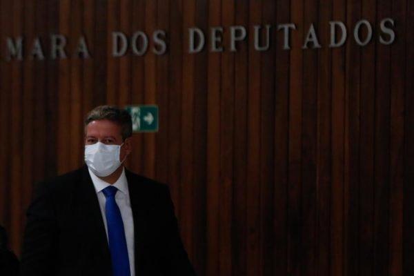 Presidente da Câmara, Arthur Lira (Progressista-AL), saindo pela chapelaria do Congresso Nacional
