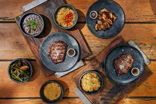 Proteínas e pratos feitos na parilla