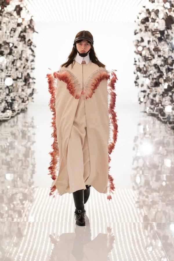 Look da coleção Aria, da Gucci