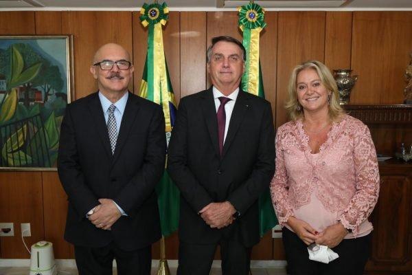 Ministro da Educação, Milton Ribeiro; o presidente da República, Jair Bolsonaro; e a presidente da Capes, Cláudia de Toledo