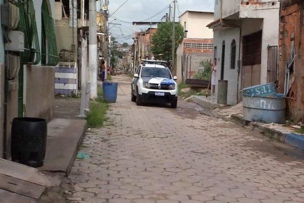 Polícia Militar chega ao local do tiroteio