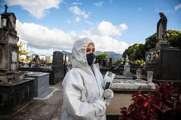 Adriana Barbosa da Silva, acolhedora do Crematório e Cemitério da Penitência no Caju, no Rio