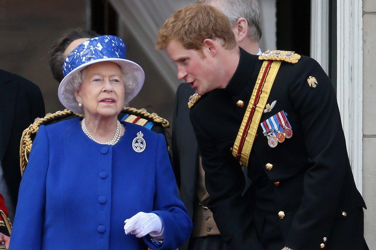 Rainha Elizabeth e príncipe Harry