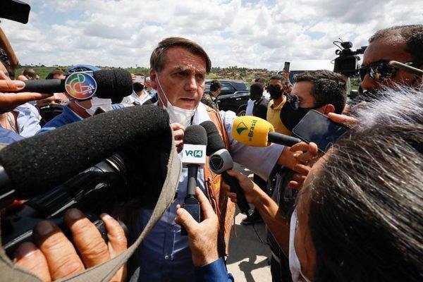 O presidente da República Jair Bolsonaro fala com a imprensa