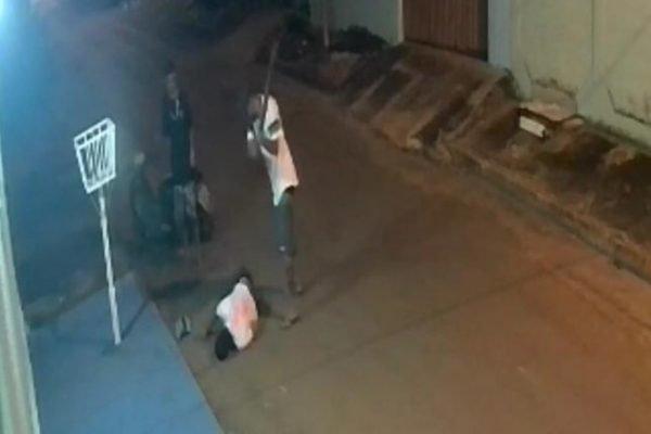 goias homem é espancado e esfaqueado ate a morte no meio da rua
