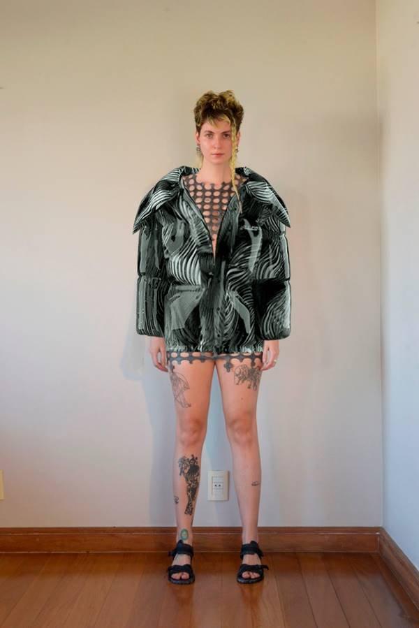 Modelo com roupa virtual