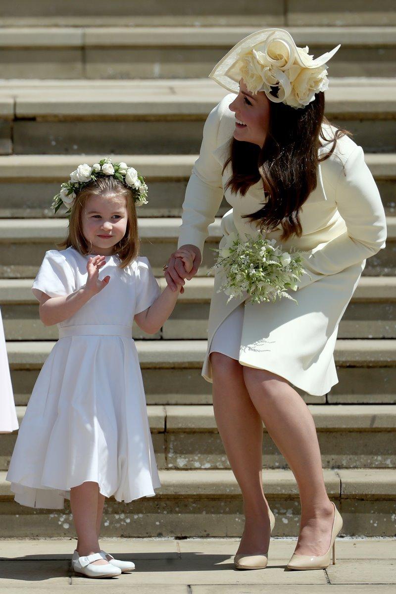 Kate Middleton com a princesa Charlotte