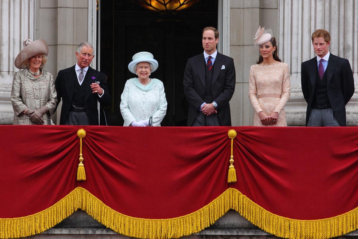 Camilla Parker, príncipe Charles, rainha Elizabeth II, príncipe William e Kate Middleton