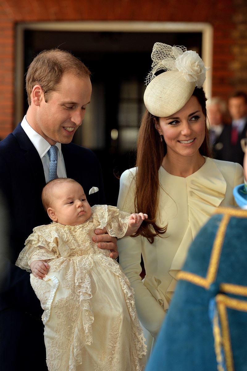 Príncipe William e Kate Middleton com o príncipe George