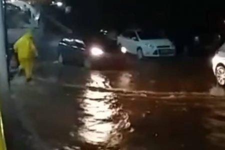 Chuva causa alagamentos em Ceilândia