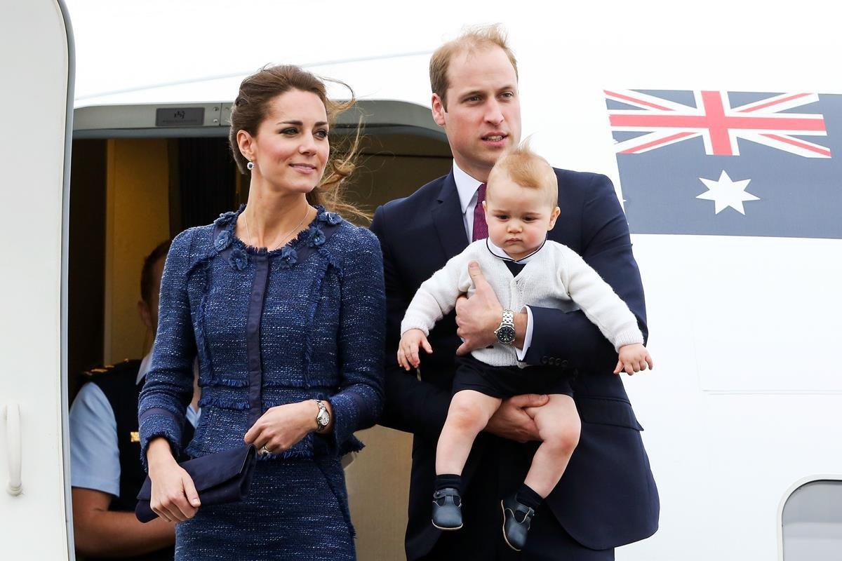 Kate Middleton e príncipe William com príncipe George