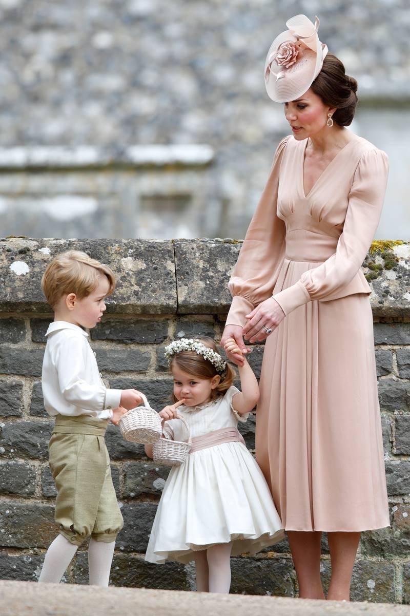 Kate Middleton com os filhos George e Charlotte