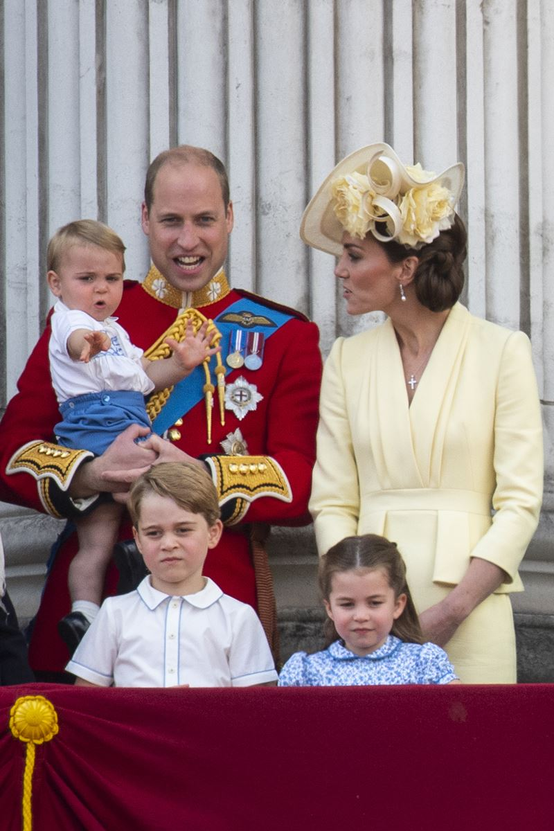 Príncipe William e Kate Middleton com Louis, George e Charlotte