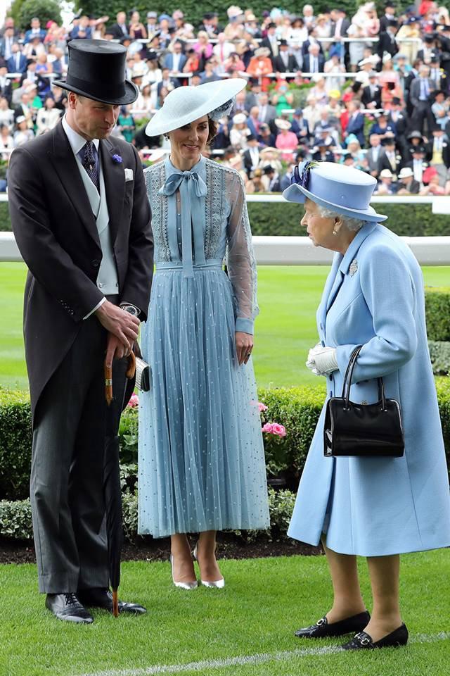 Príncipe William, Kate Middleton e a rainha Elizabeth