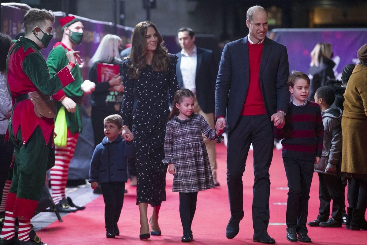 Príncipe William e Kate Middleton com George. Charlotte e Louis