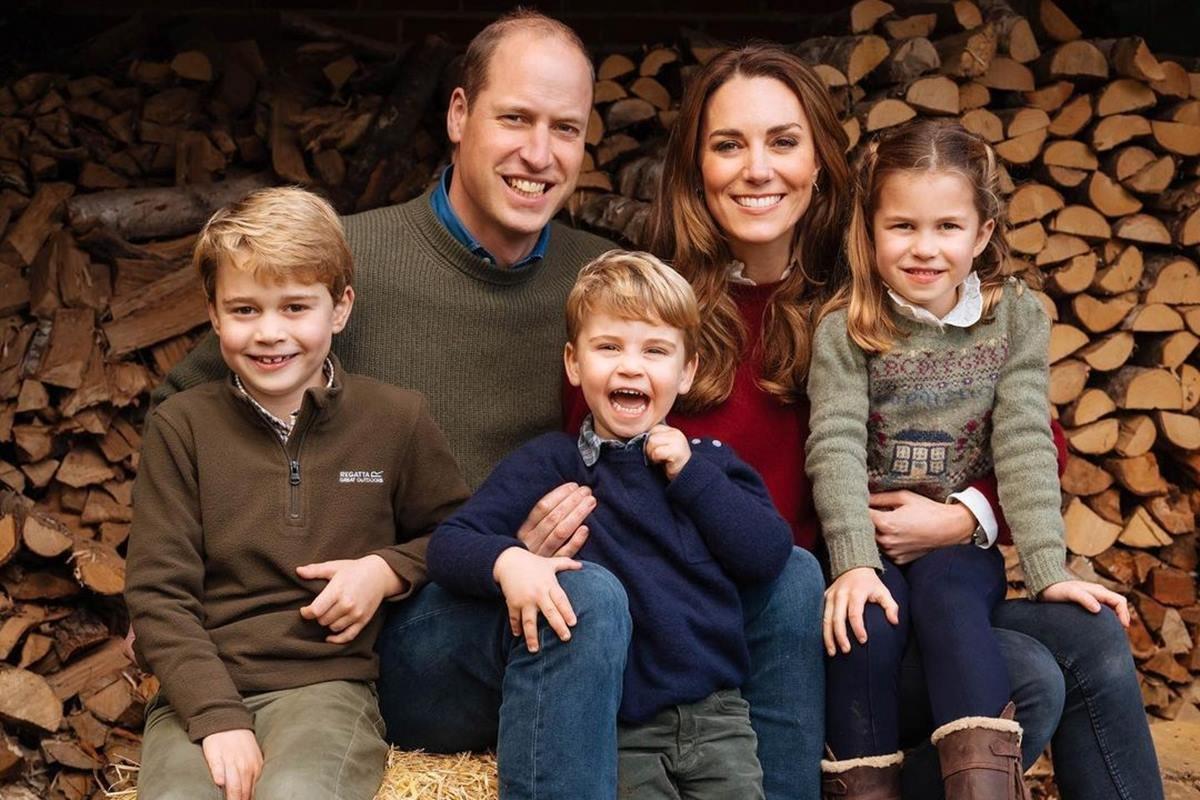 Príncipe William e Kate Middleton com George, Louis e Charlotte