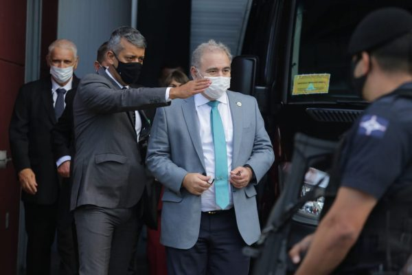 São Paulo - Ministro da Saúde Marcelo Queiroga evitou falar com a imprensa em dia que Brasil atinge marca de 400 mil mortos (6)