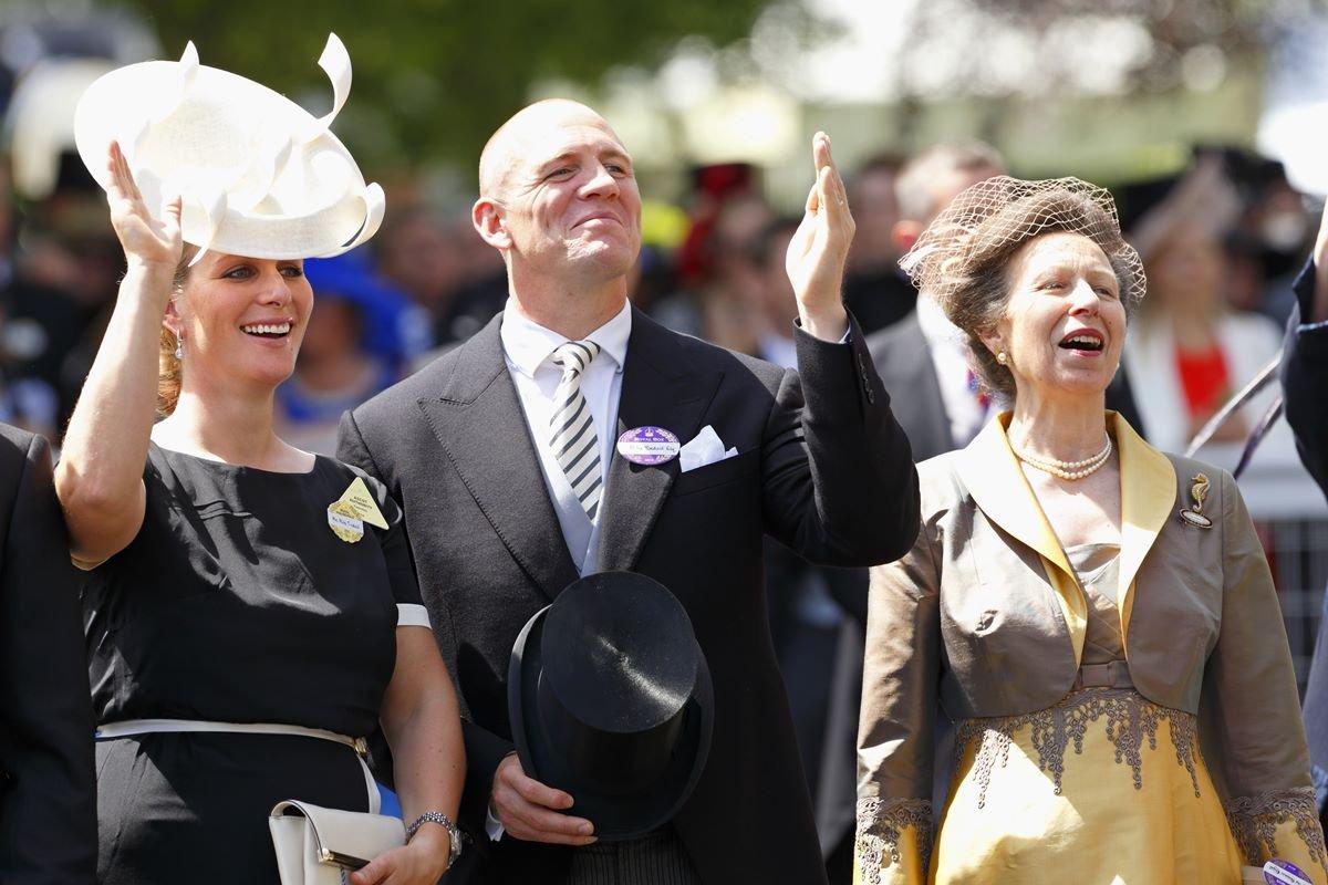 Zara e Mike Tindall com a princesa Anne