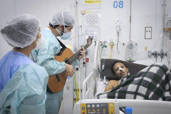pacientes covid hran música tratamento