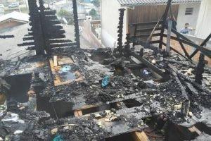 Parte de madeira, onde vítimas estavam, ficou completamente destruída, em Santa Catarina