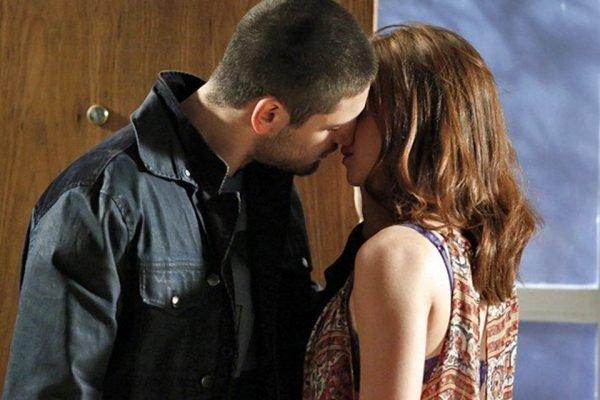 Maria Ísis e João Lucas beijão